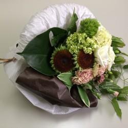 teshio paperを4種類使用した花のアレンジ