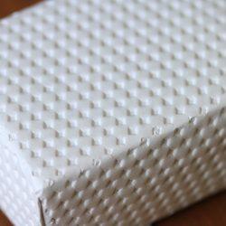 teshioの新商品は、陶器などの割れ物も包装可能な緩衝性とデザインで。