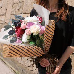 新商品【エンボス・ワックス ロイヤルブルーストライプ】で花束を。