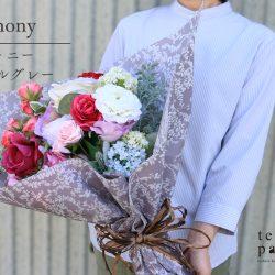 『シンフォニー パールグレー』で花束ラッピング 今月は☆「母の月」☆